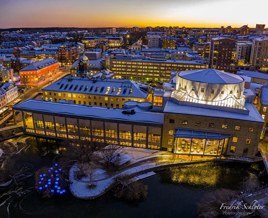 Drönarfoto i Norrköping i kvällsljus